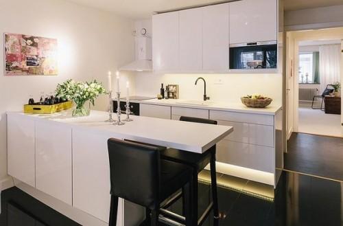 Светлая кухня в классическом стиле